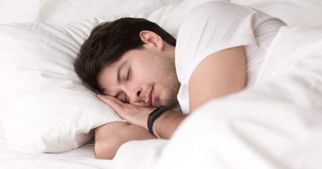 uykuda el uyusmasi gece uyurken
