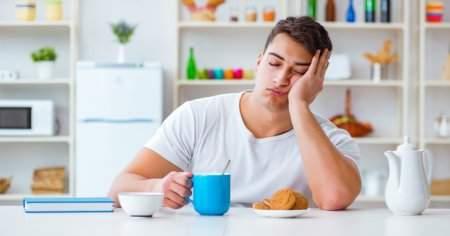 Yemek Yedikten Sonra Yemek Yiyince Neden Uyku Gelir