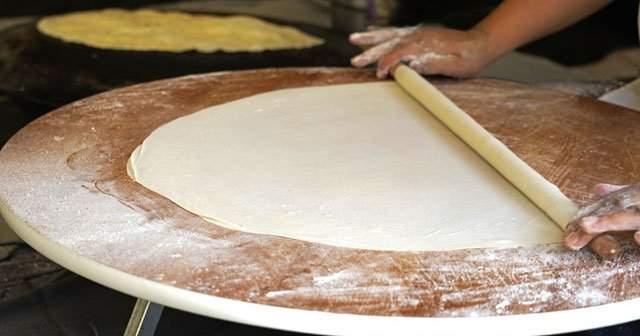 En Lezzetli Kıymalı Tepsi Böreği Nasıl Yapılır?