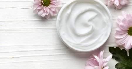 Kozmetikçilerde Satılan Normal Ve Karma Ciltler İçin Nemlendirici Önerileri
