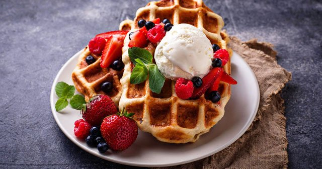 1 Adet Sade, Meyveli, Çikolatalı ,Dondurmalı Waffle Kaç Kaloridir?