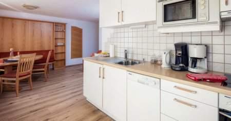 Duvara Sıçrayan Mutfak Duvarındaki Yağ Lekesi Nasıl Geçer