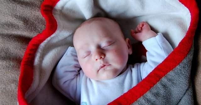 Bebeklerde Aşırı Çok Terleme Neden Olur Terlemeye Ne İyi Gelir