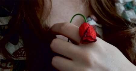 Memede Kıl, Kadınlarda Göğüs Kıllanması Neden Olur Nasıl Kurtulunur