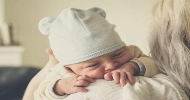 1 ve 2 yaşındaki çocuğun gece ağlayarak uyanmasının 11 nedeni ve çözümü