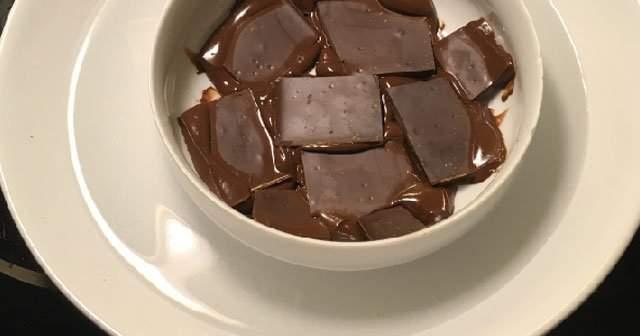 Püf noktaları ile benmari usulü çikolata eritme resimli anlatım