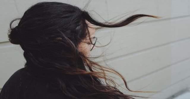 Saç diplerinde kaşıntı için 10 doğal çözüm yöntemi nedir?