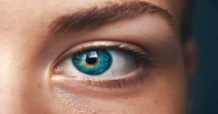 Göz Altı Morluklarını Geçiren En Etkili 7 Krem Markası