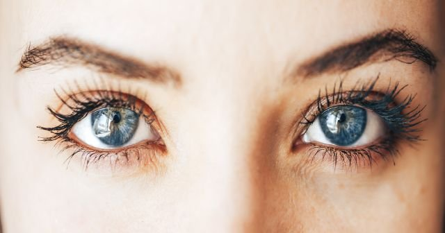 Göz kapağında ve göz çevresindeki egzamadan kurtulmak için mutlak yapılması gerekenler