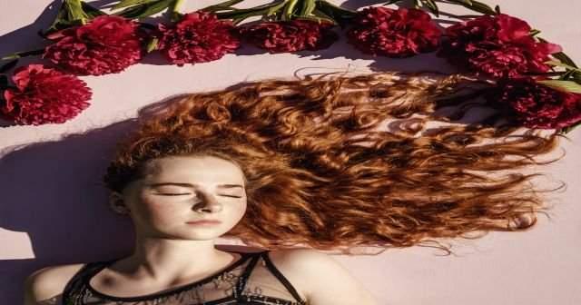 Keçe gibi olmuş karışık saçı açmak hiç bu kadar kolay olmamıştı